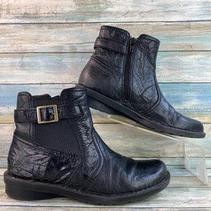 Clarks Black Wrinkled Leather Ankle Boots